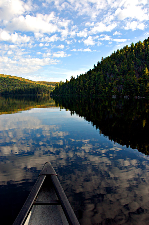 Canoeing over the Wapizagonke Lake (Qc)